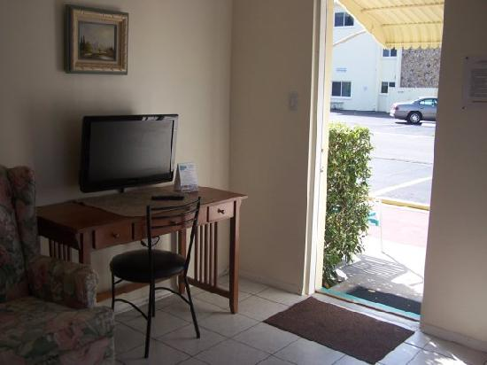 St Pete Beach Suites: living room