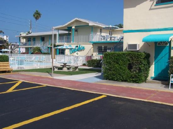 St Pete Beach Suites: pool