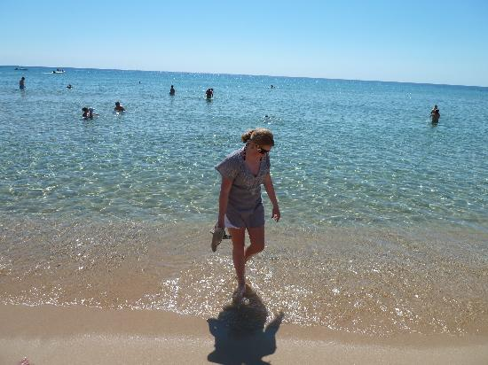 Chia Laguna - Hotel Village: Clear waters and my daughter!