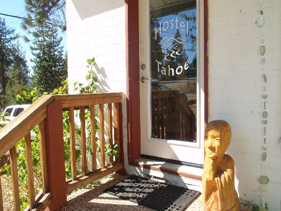 Hostel Tahoe: Front Entrance
