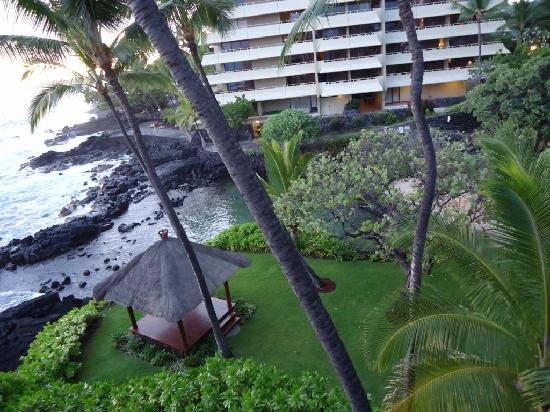 Hale Kona Kai Condominiums: Looking at the Lagoon and Royal Kona Resort