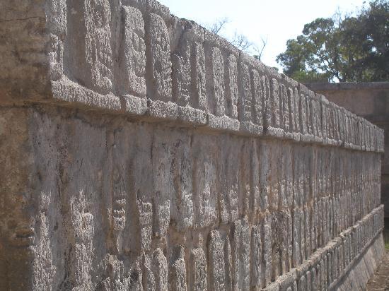 ชิเชนอิทซา: Skull wall