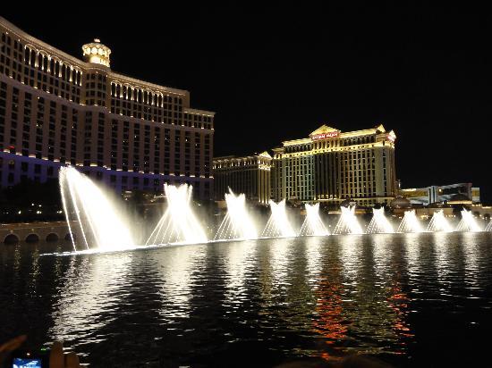 น้ำพุเบลลาจิโอ: Beautiful Bellagio Fountains