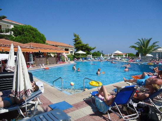 Katerina Palace Hotel: The main pool and bar