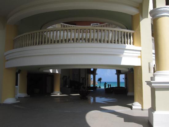 Iberostar Grand Paraiso: Lobby of Building 72, oceanfront