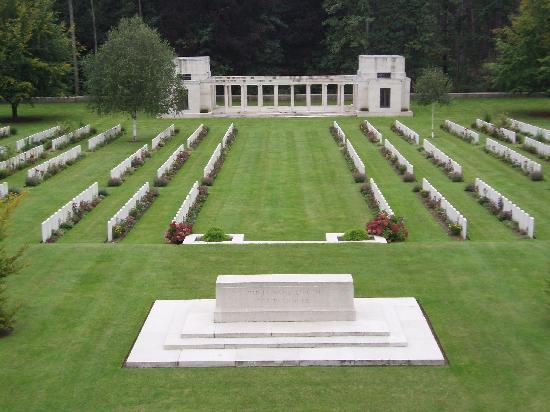 Flanders Battlefield Tours: Paragon Wood Cemetery