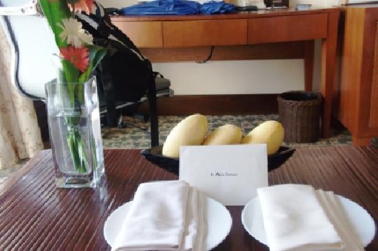 แชงกรี ลา แม็กทัน รีสอร์ท&สปา: free mangoes