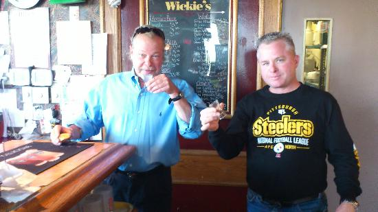Wickie's Pub & Restaurant: Chris and Nick sharing an infamous Nickie's Lemon Drop, so yummy