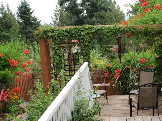 Island Serenity Chemainus Bed & Breakfast / Vacation Rental: Our private garden at Island Serenity