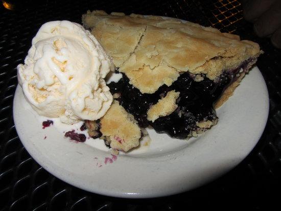 Pilot House Restaurant: Blueberry pie