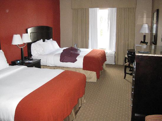 Holiday Inn Express Hotel & Suites Woodstock: 2 queen beds