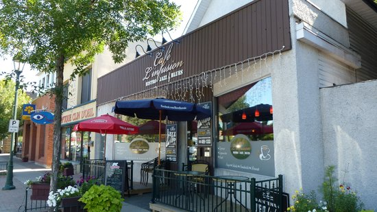 Cafe l'Infusion: Entrance & Outdoor seating