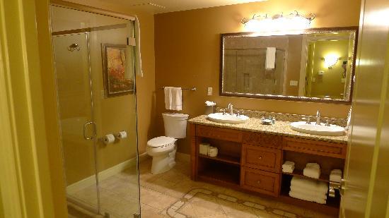 Vino Bello Resort: Bathroom