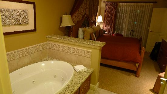 Vino Bello Resort: Master Bedroom and bath