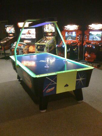 Rosen Shingle Creek: Arcade with 2 air hockey tables!