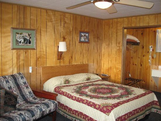 Lazy G Motel: 2nd Floor Room