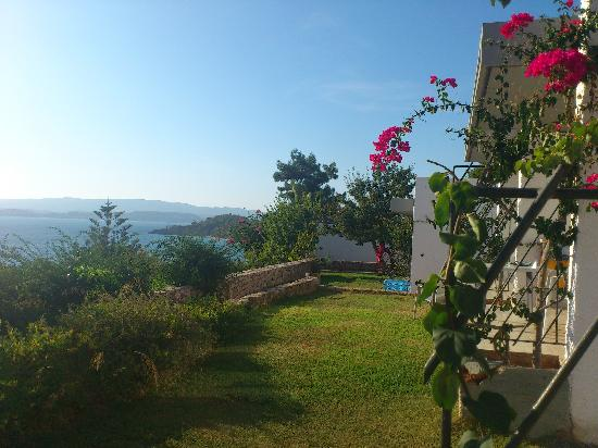 White Rocks Hotel & Bungalows: Picture taken outside our bungalow, beautiful view.
