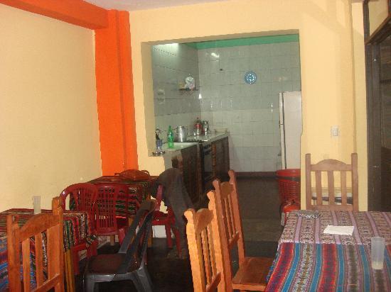 Exxes Hostel: Comedor