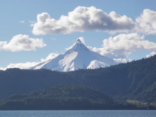Cruce Andino Puerto Montt / Bariloche Day Tours: Volcan Puntiagudo