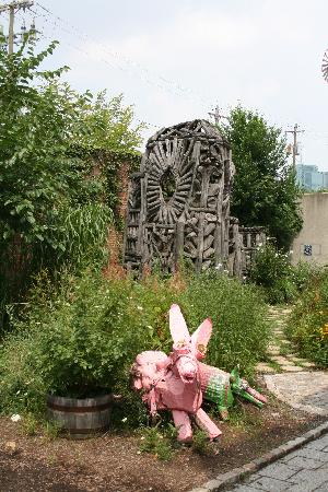 American Visionary Art Museum: The courtyard
