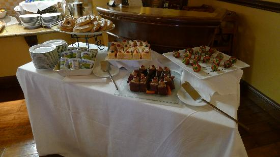 The Commons at The Meritage Resort and Spa: Morning pastries, cakes and chocolate covered strawberries