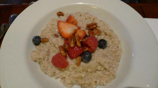 Siena at The Meritage Resort and Spa: Oatmeal with berries