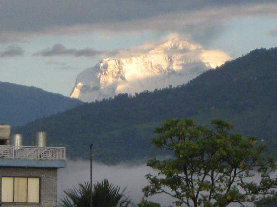 เมาท์ ไกลาศ รีสอร์ท: View of Annapurna from the hotel terrace