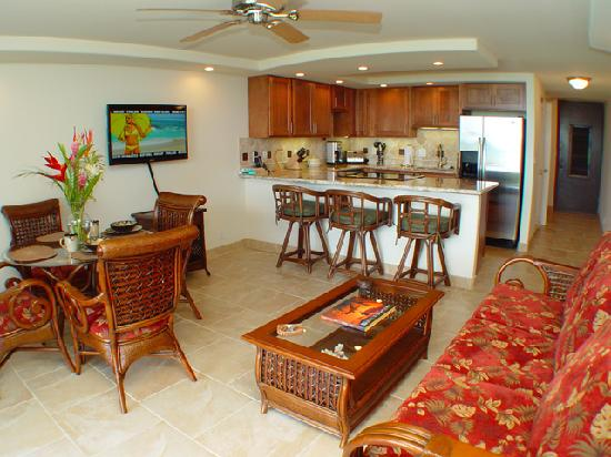 Kaleialoha Condominiums : Comfortable Living Areas