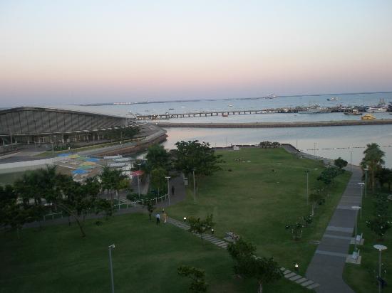 โรงแรมไวบ์ ดาร์วิน วอเตอร์ฟร้อนท์: View from skywalk at sunset