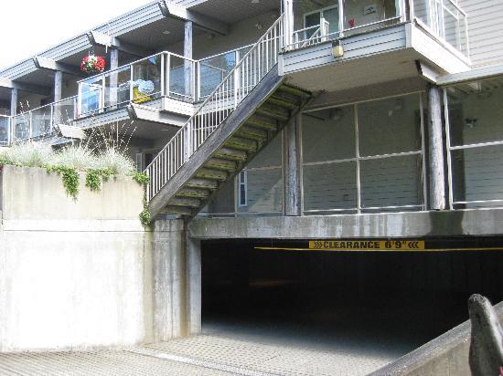 Kingfisher Oceanside Resort and Spa: Underground parking entrance.