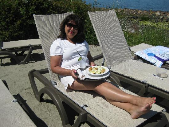 Kingfisher Oceanside Resort and Spa: Lunch on the beach.
