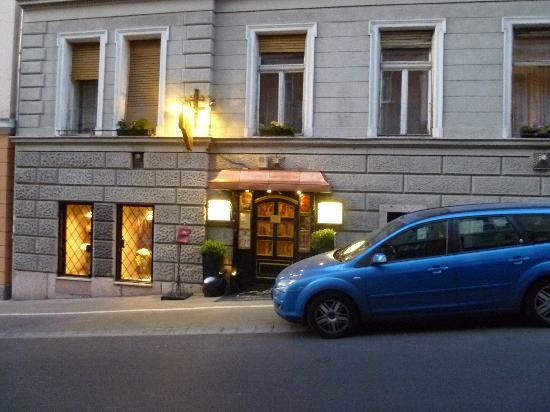 Arany Kaviár Restaurant: Front