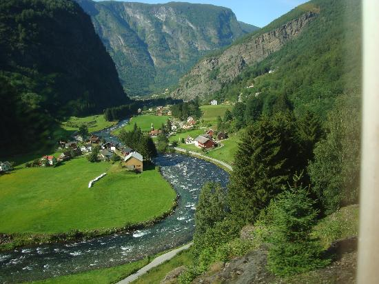 Fjord Tours: Roaring river on the way back from Fram to Myrdal