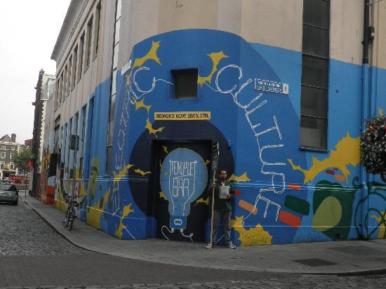 Oliver St. John Gogarty's Hostel: Opposite the hostel