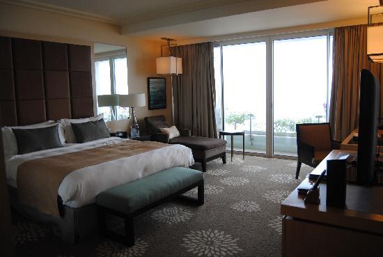 โรงแรมมารีน่า เบย์ แซนด์ส: This room will set you back $400 after taxes.