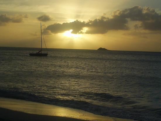 Sandals Grande Antigua Resort & Spa: At Sunset