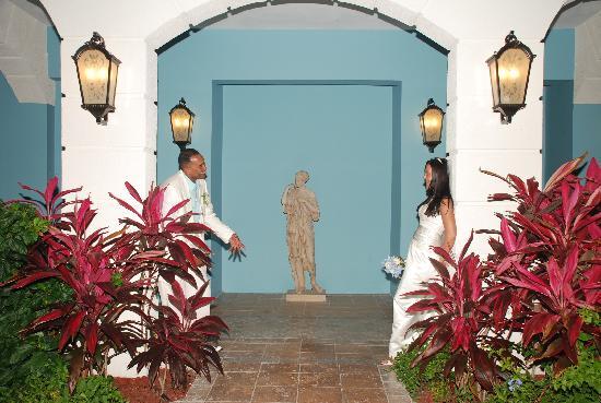 Sandals Grande Antigua Resort & Spa: Med side