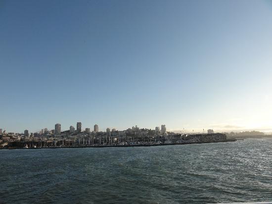 อัลคาทราซ: San Francisco from ferry to Alcatraz