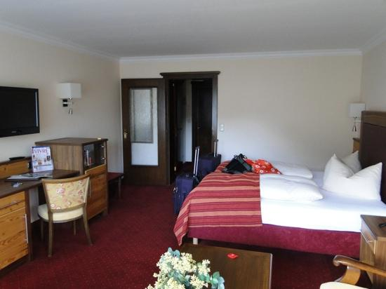 Post-Hotel: large room with balcony