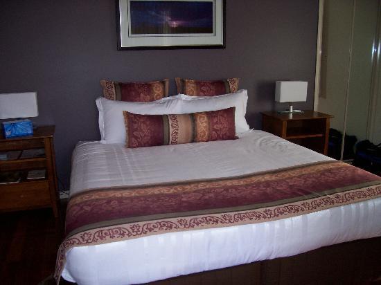 Yabbaloumba Retreat : bed