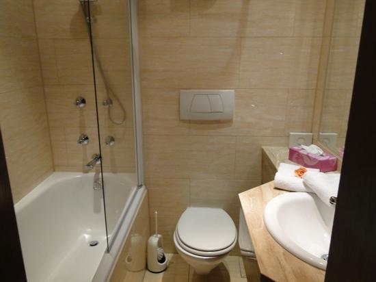 Post-Hotel: bathroom