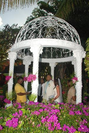 Sandals Grande Antigua Resort & Spa: Our Wedding gazebo