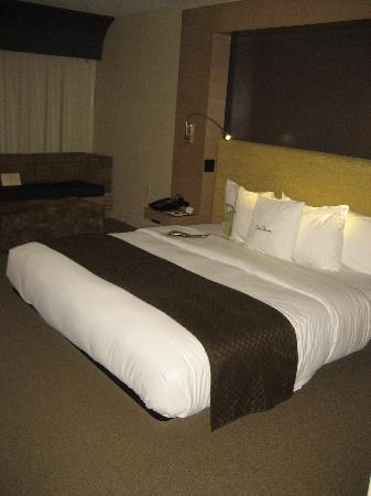 DoubleTree by Hilton Hotel Monrovia - Pasadena Area: king bed