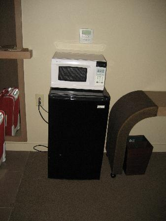 DoubleTree by Hilton Hotel Monrovia - Pasadena Area: microwave & fridge (upon request)