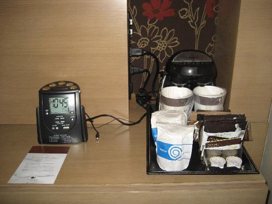 DoubleTree by Hilton Hotel Monrovia - Pasadena Area: coffee & tea