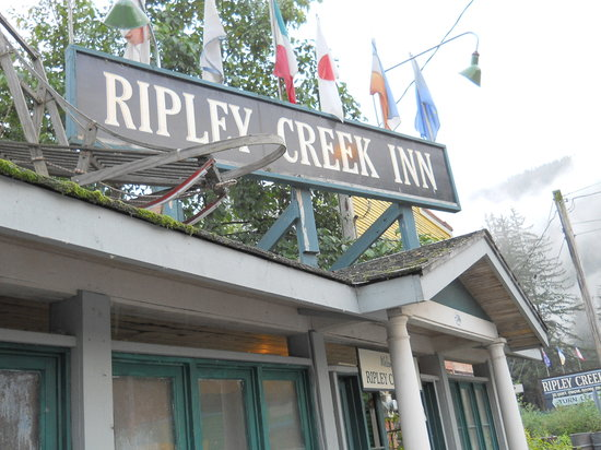 Ripley Creek Inn: Front entrance to Ripley Inn
