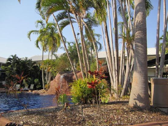 Travelodge Mirambeena Resort Darwin : Sitting by the pool on a gorgeous Darwin day!