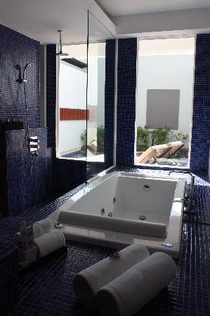 ลา ฟลอร่า รีสอร์ท: bathroom