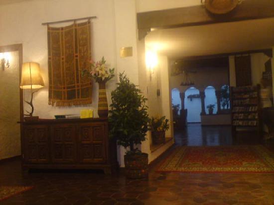 Hotel El Cid: lobby