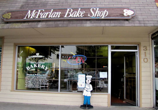 McFarlan Bakery: Entrance to McFarlan's Bake Shop in Hendersonville, NC